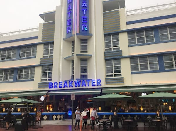 Tòa nhà Breakwater