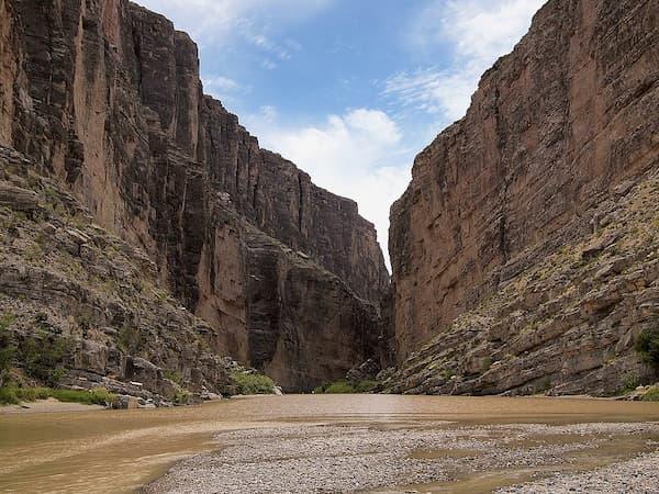 Dòng sông ngăn cách Vườn quốc gia Big Bend và Mexico