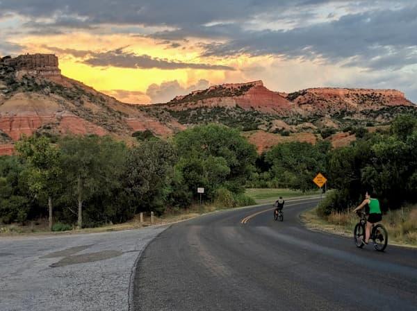 Trải nghiệm đạp xe ở khu vực hẻm núi