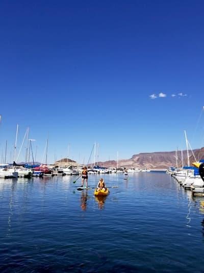 Trải nghiệm chèo thuyền kayak trên hồ